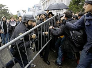 Cops at Wheeler Hall vs. UC Berkeley Students. Photo: Paul Sakuma, AP